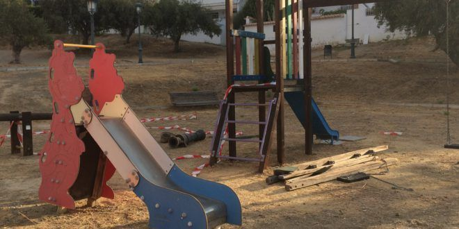 Parque de la Noria: destrozado y peligroso