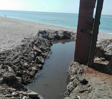 Aguas residuales en la playa de El Playazo