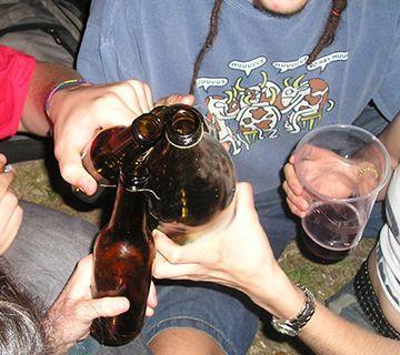 Luz verde a las bases de la ley contra el consumo de alcohol en menores