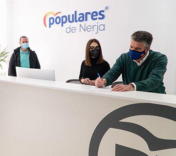El PP de Nerja inicia una recogida de firmas contra la Ley Celaá