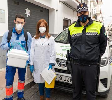La Policía Local colabora en la campaña de vacunación